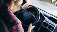Pillado por las redes sociales conduciendo de forma temeraria