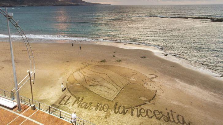 Acción en defensa de los océanos contra el impacto ambiental de las mascarillas que acaban en el mar