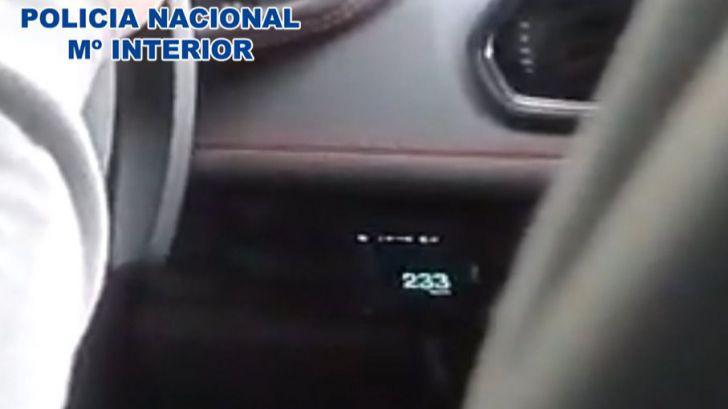 Redes sociales: Detenido un youtuber por grabarse conduciendo a 233 km/h
