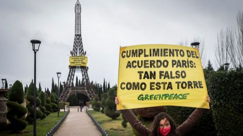 Greenpeace: 'El cumplimiento del Acuerdo de París es tan falso como esta torre'