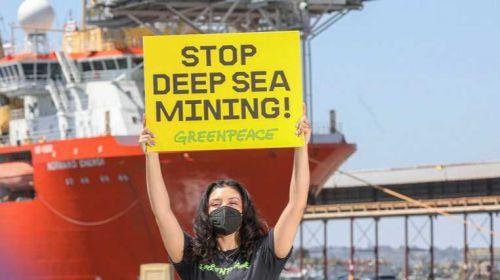 La industria de la minería submarina confrontada por primera vez en alta mar por Greenpeace
