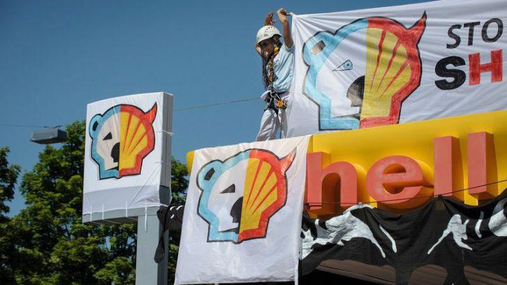 Un tribunal holandés ordena a Shell que reduzca radicalmente sus emisiones de CO2